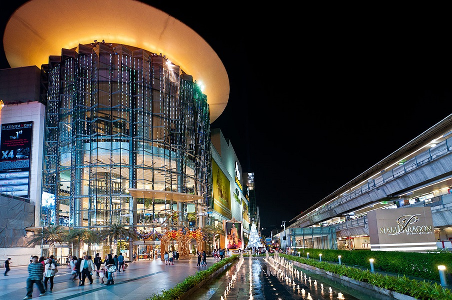 1280px-Thailand_Bangkok_SiamParagon_Night